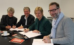 Unterschrift unter den Kooperationsvertrag, Bild mit Ministerin Lörhmann